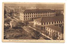 rochefort-sur-mer ,bâtiments de la base aérienne et , au fond , école de l'air