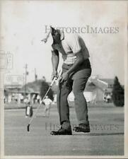 1965 Press Photo Golfer Homero Blancas' putt goes awry during competition