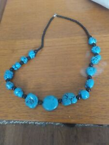 Stylish vintage 1980s necklace with turquoise and black beads