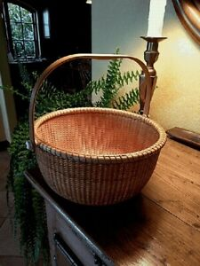 """Nantucket open lightship 11 1/2"""" basket with ivory knobs in excellent condition."""