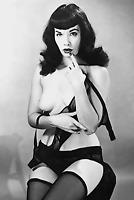 Vintage SEMI NUDE Bettie Page PHOTO 1950's Reprint 4X6 Black/White Color 602