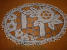 Superbe dessus de coussin ancien Art Déco en lin brodé ajouré motif floral