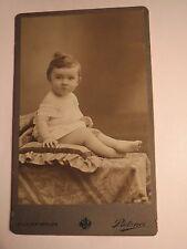 Aussig - sitzendes kleines Kind - Portrait / CDV