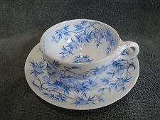 Tasse et sa sous-tasse en porcelaine de SARREGUEMINES Minton épines bleu n°2