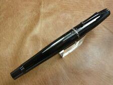 Monteverde Invincia Solid Black Fountain Pen New In Box  Medium Steel nib