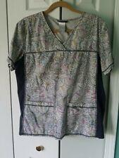 Cherokee Scrub Top M Grays and Pastels Print