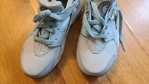 Nike Girls Light Blue Running Sneakers Shoes Size 1Y Worn once!
