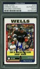Blue Jays Vernon Wells Authentic Signed Card 2005 Topps #701 PSA/DNA Slabbed