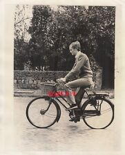 TWIGGY Lesley Hornby Vintage Original Photo 1968 Bicycle & Basket Rare CANDID