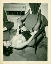 Org 40s-70s Nude Real Photo- Well Endowed Brunette- World Upside Down- Stockings