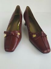 New without tags/box Women's Soft Style Hush Puppies Company Burgundy Square Toe