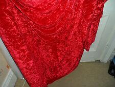 4 MTR Calidad Rojo Hielo tejido de terciopelo aplastar.. 58 in (approx. 147.32 cm) de ancho
