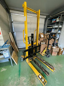 Manual hydraulic stacker, pallet fork lift, pump truck capacity 1tone 1000kg