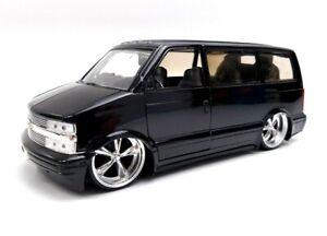 Jada Toys die-cast 1:24 2001 Chevrolet Astro Van Black Dub city  *READ*