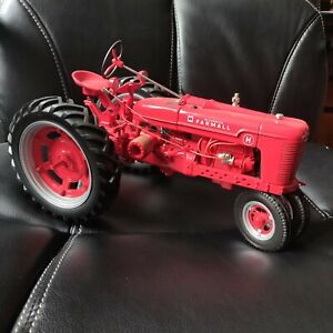 Franklin Mint Farmall H 1/12 Toy Tractor