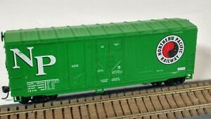 HO Scale Athearn Northern Pacific 40' Grain Box Car with Kadee Couplers