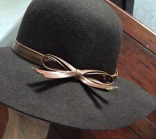 Larga Tesa Cappello Di Lana Marrone con fiocco Zara