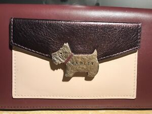 Dark Red//Burgudy BNWT Radley London Pockets Zip Top Wallet// Purse