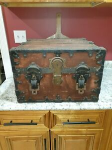 1901 Boyed Pittsburgh Steamer Leatheroid Wrapped Ornate Trunk Displays Gorgeous