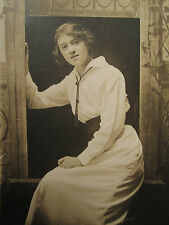 ANTIQUE AMERICAN BEAUTY SWEET 16 ARTISTIC COMPOSITION SHAPELY GIRL RPPC PHOTO