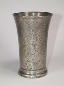 ANTIQUE DUTCH PEWTER BEAKER WITH WRIGGLE WORK FLORAL DECORATION, CIRCA 1700.