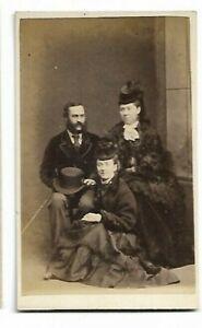 Cdv- Très Joliment Habillé Famille ? Photo Par Amos, Dover C304