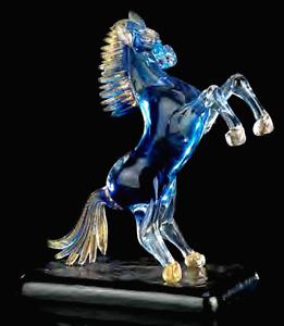 Scultura Cavallo rampante in Vetro di Murano fuso con oro zecchino Fatta a Mano