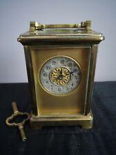 Antiguo couaillet Freres San Nicolas Carro Reloj de latón francés y llave. funciona.