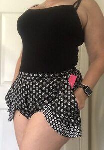 NWT Women's Black White Layered Soft Flowy Elastic Waist Tulip Shorts LARGE