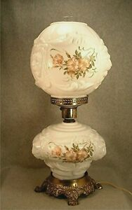 Vintage Gone With The Wind White Glass Puffy Lion Heads Roses Decorated Lamp