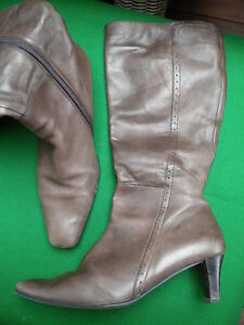 LADIES CARLO BEROTTI BROWN LEATHER ZIP K/HIGH HEEL BOOTS SIZE 9 / 40