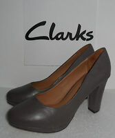 CLARKS LADIES SOFT WEAR ANAKA ABBAY TAUPE LEATHER SLIP ON SHOES  4 TO 8  D