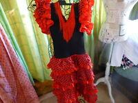 robe rouge  danseuse gitane  femme menue   taille 38 ou fillette