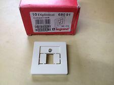 1 Legrand Diplomat compact Zentralplatte TAE 3 fach cremeweiß Art.Nr.: 68091