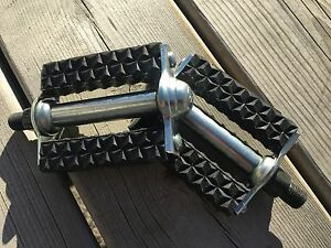 OLD SCHOOL BMX MX MUSCLE BIKE PEDALS 1/2 EXTRA SMOOTH T.T.K. TTK NOS