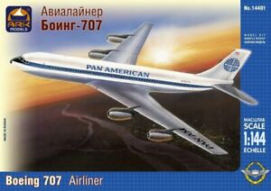 1/144 Scale model. American mid-range airliner Boeing 707, Pan american