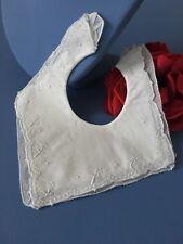 Bavoir ancien Coton fin brodé main Tulle en bordure Linge bébé / poupée BV/5