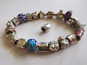 Pandora Armband 20 cm lang mit 21 (richtig gelesen) Charms; 925-er Silber