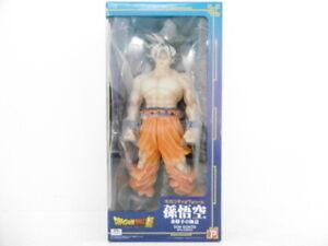X-Plus GIGANTIC Series Figure Dragon Ball Z SON GOKU Ultra Instinct Ver