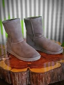 UGG Boots Australia Classic Short II Womens 8, Made in USA  style 5825. GRAY.