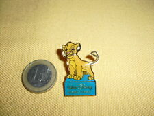 "Pin's DISNEY ""Le roi Lion"" Simba (Walt Disney Home video)"