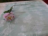 toile de matelas= rare couleur  vert amande dessin ,,,  aux  roses 0,95x0,83