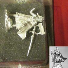 Dark Sword DSM-7467 Female Warrior with Two-Handed Sword Fighter Paladin Hero