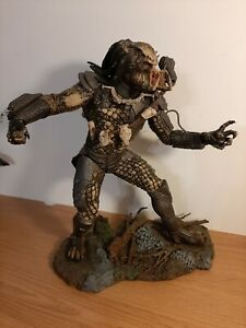 Rare Large McFarlane Toys Predator alien 12'' Inch Action Figure 2004 with base