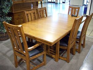 Thomasville SOLID OAK TABLE & 6 Chairs (Table OPENS with ONE FINGER)