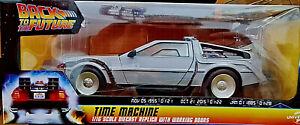 DeLorean Ritorno al Futuro 2 Back to the Future BTTF - Scala 1:16 Die Cast NECA