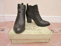 Firetrap - Womens Black Sprung Chelsea Ankle Boots - size 40 / 7
