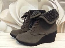 White Mountain Womens Boots Ankle Lace up Wedge Fleece Lined Gray Sz 6 New