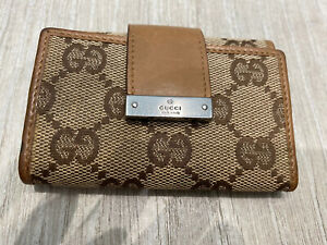 GUCCI MONOGRAM FABRIC KEY HOLDER WITH LEATHER TRIM IN VERY GOOD CONDITION