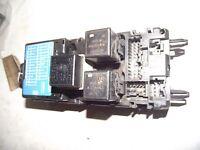 VOLVO V40 2.0L S REG FUSE BOX